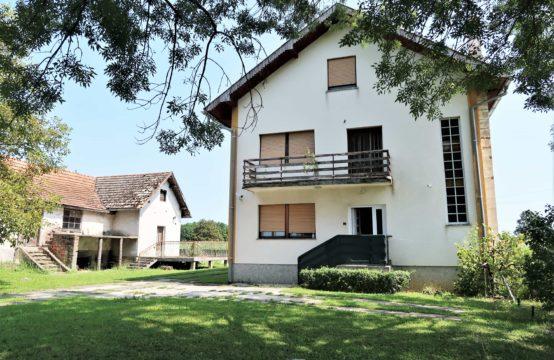 PISAROVINA, obiteljska kuća stam.površine 150m2 i 8500m2 zemljišta